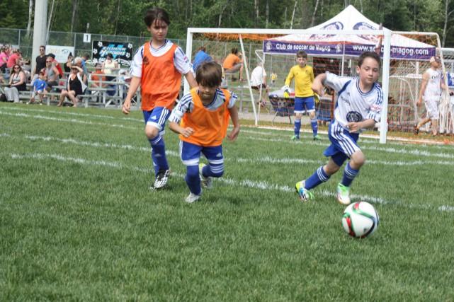 Les terrains de soccer de Magog résistent bien aux précipitations soutenues... (Photo tirée de Facebook)