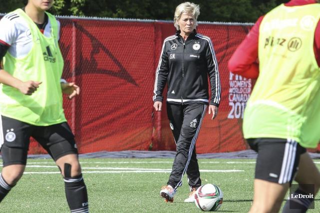 La sélectionneuse allemande Silvia Neid n'a qu'une chose... (Patrick Woodbury, LeDroit)