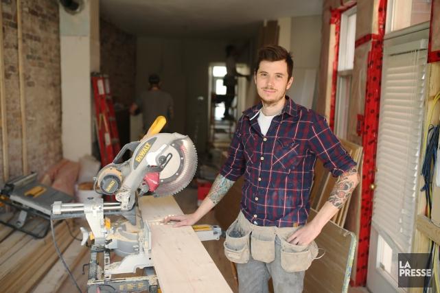 Pierre-Olivier Houle, 32 ans, rénove un appartement de... (PHOTO MARTIN CHAMBERLAND LA PRESSE)