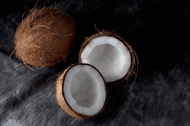 Les nutritionnistes le constatent:la noix de coco est... (PHOTO MASTERFILE)