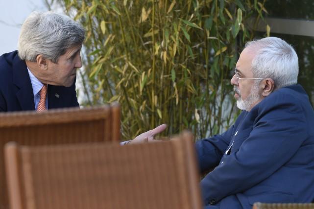 Le secrétaire d'État John Kerry s'entretient avec le... (Photo Susan Walsh, AP)