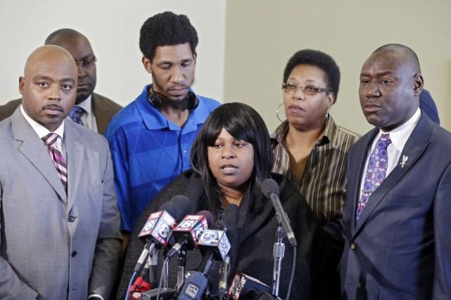La famille de Tamir Rice, lors d'une conférence... (Photo Mark Duncan, archives AP)
