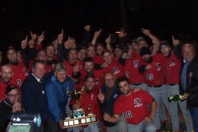Les Aigles juniors ont célébré leur dernier championnat... (Photo: Facebook)
