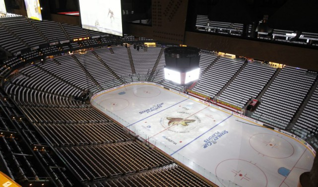 Le Gila River Arena, le domicile des Coyotes... (Photo Ross D. Franklin, archives AP)