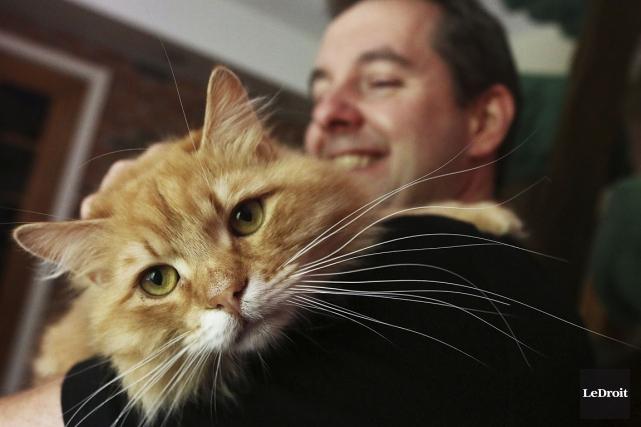 Il a beau être très allergique aux chats,... (Etienne Ranger, LeDroit)