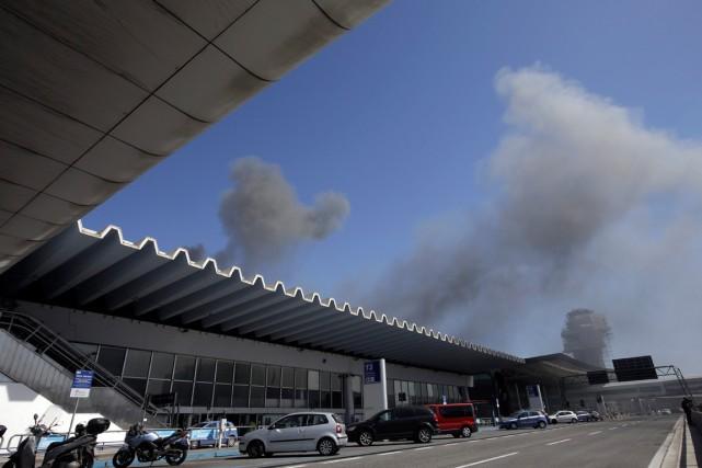 Le terminal3 de l'aéroport a été très endommagé... (PHOTO ALESSANDRA TARANTINO, ARCHIVES AP)