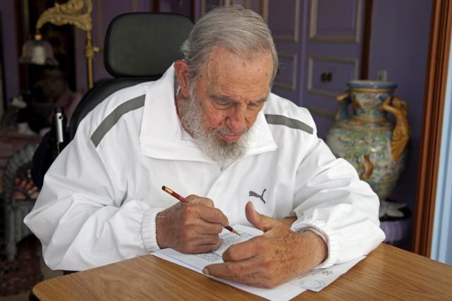 Fidel Castro, dans sa maison de La Havane,... (PHOTO ALEX CASTRO, ARCHIVES AP)