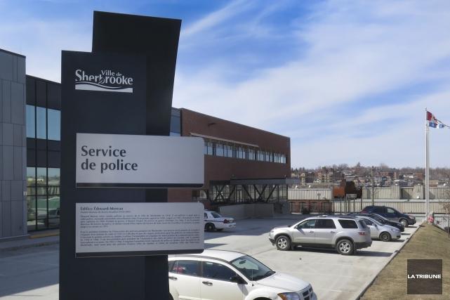 Trois agents du Service de police de Sherbrooke ont été pris en défaut par le... (Archives La Tribune, René Marquis)