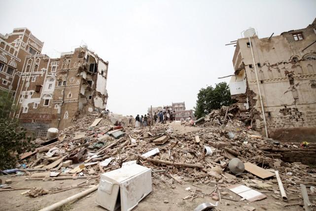 À Sanaa, dans le quartier de Qassimi, se... (PHOTO HANI MOHAMMED, AP)