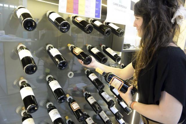 Tendances et évolutions du marché des vins et... (PHOTO JEAN-PIERRE MULLER, AFP)
