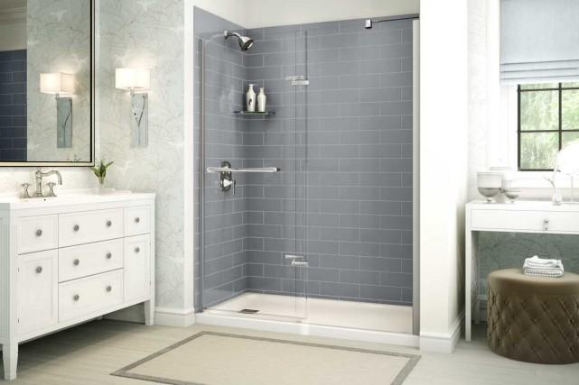BMR met de l'avant les murs de douche... (Photo MAAX)