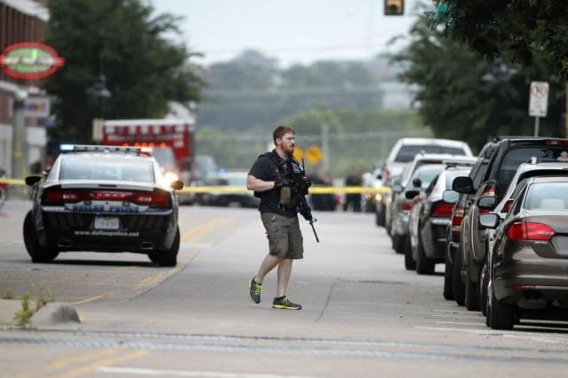 Le suspect a été tué à bord de... (Photo Tony Gutierrez, AP)
