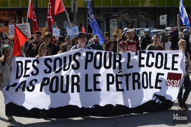 Des groupes sociaux et certains syndicats ont manifesté... (Photo Ryan Remiorz, La Presse Canadienne)