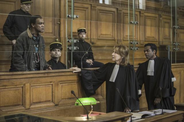 Une avocate (Nathalie Baye) défend un tueur en... (Photo fournie par AZ Films)