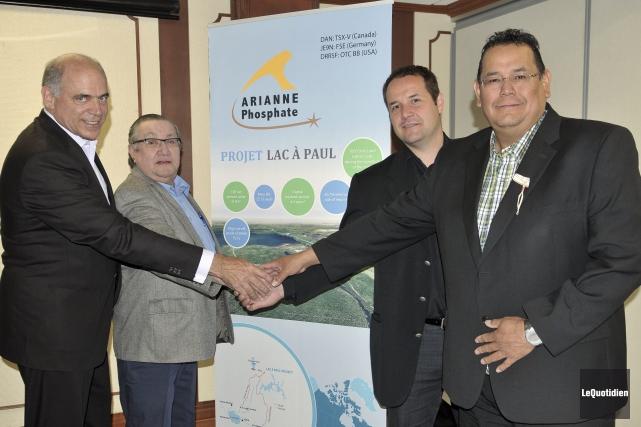 Pierre Fitzgibbon, président d'Arianne Phosphate, et les chefs... ((Photo Le Quotidien-Rocket Lavoie))