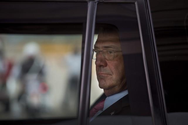 Le secrétaire américain à la Défense, Ashton Carter... (Photo Manish Swarup, AP)