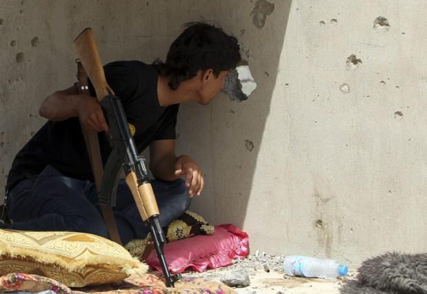 Un combattant chiite photographié le 9 juin 2015... (PHOTO AHMAD AL-RUBAYE, AFP)