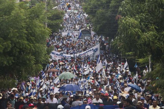 Les manifestants ont reçu le soutien de députés... (Photo Esteban Felix, AP)