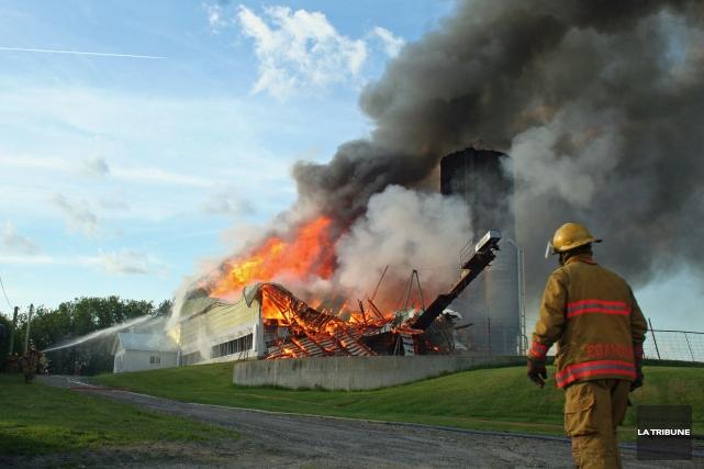La ferme Lanciaux située à Dixville a brûlé... (La Tribune, Maryse Carbonneau)