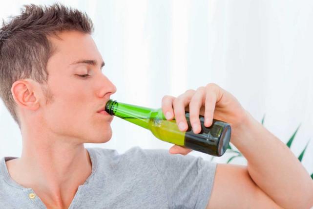Selon le Dr Jasmin Villeneuve, nos bouteilles sont... (Shutterstock, wavebreakmedia - 1021579-selon-dr-jasmin-villeneuve-nos