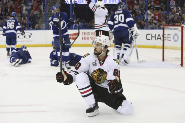 Antoine Vermette a procuré la victoire aux Hawks... (PHOTO KIM KLEMENT, USA TODAY)