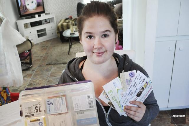 Amélie Grégoire fait du couponnage depuis trois ans.... ((Photo Le Quotidien-Rocket Lavoie))