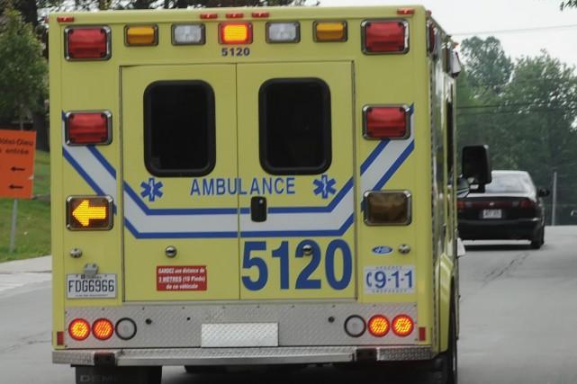 Un cycliste âgé de 62 ans a été blessé alors qu'il roulait dans les rues de... (Archives La Tribune)