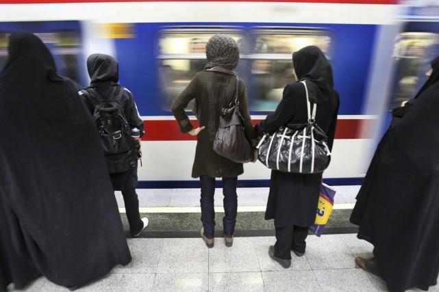 L'Iran compte 77 millions d'habitants, dont 55% ont... (PHOTO VAHID SALEMI, ARCHIVES AP)