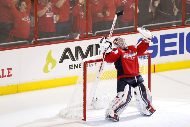 Philipp Grubauer est devenu le premier gardien d'origine allemande... (PHOTO GEOFF BURKE, ARCHIVES USA TODAY)