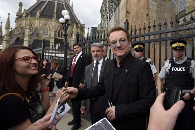 Le chanteur et philanthrope Bono a assisté à... (La Presse Canadienne)