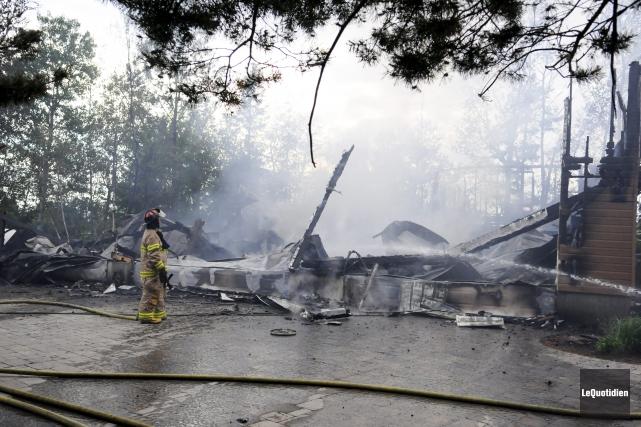 Un feu a éclaté au 4319 chemin de... ((Photo Le Quotidien, Marianne L. St-Gelais))