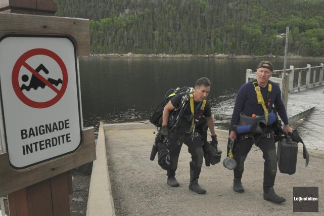 Les plongeurs de la Sûreté du Québec ont... ((Photo Le Quotidien, Michel Tremblay))