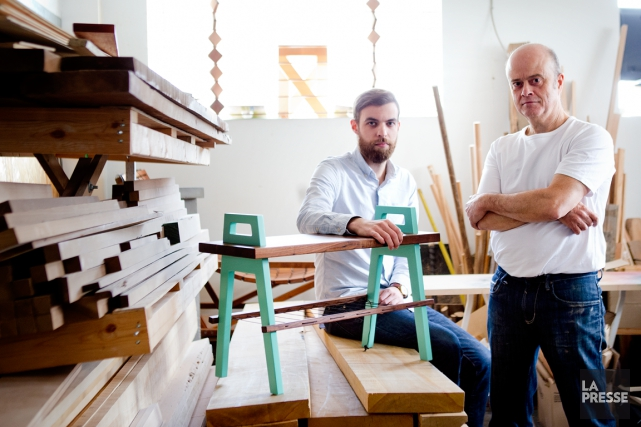 Vincent Cloutier et Jean Darveau conçoivent des meubles... (PHOTO MARCO CAMPANOZZI LA PRESSE)