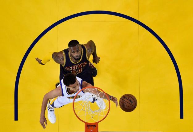 LeBron James estime qu'il est le meilleur joueur... (Associated Press)