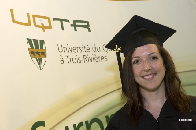 Caroline Mireault, bachelière en chimie criminalistique de l'UQTR,... (Photo: Stéphane Lessard, Le Nouvelliste)