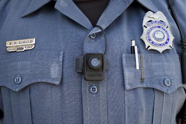 Plusieurs départements de police américains ont mené des... (Photo Rick Wilking, Reuters)