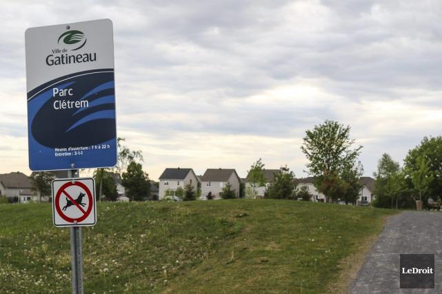 Les citoyens qui s'opposent à la construction d'une école primaire dans le parc... (Patrick Woodbury, LeDroit)