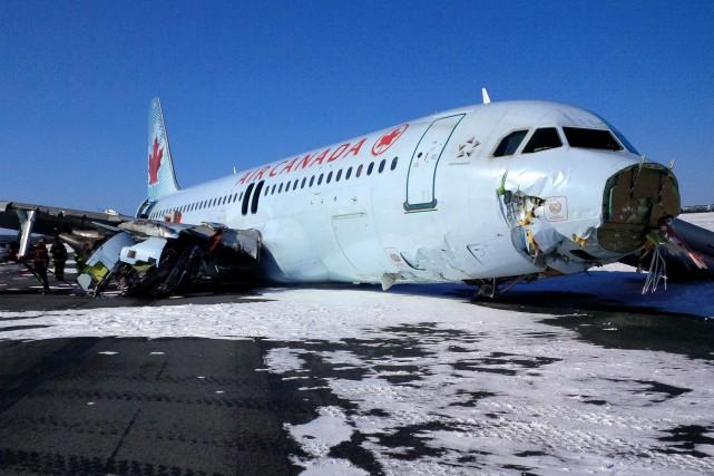 Le vol 624 en provenance de Toronto transportait... (PHOTO AP)