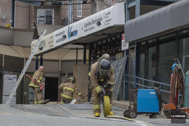 L'incendie est survenu mardi avant-midi, au centre commercial... (Imacom, Frédéric Côté)