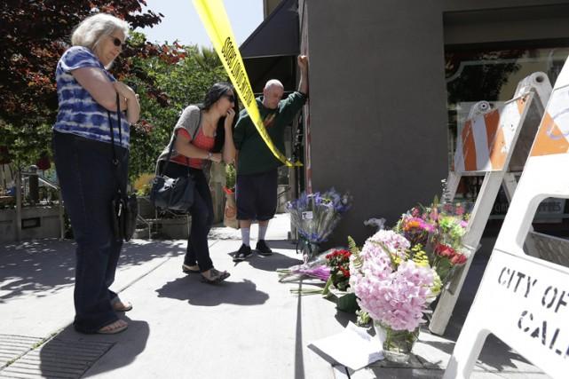 Un mémorial de fortune a été installé près... (PHOTO AP)