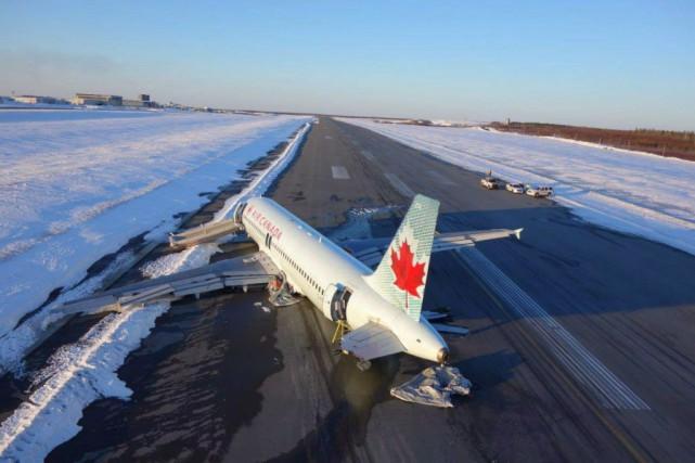 Le vol 624 en provenance de Toronto transportait... (Photo La Presse canadienne)