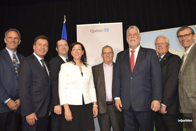 Brad Martin, le ministre Pierre Moreau, Éric Dubé,... ((Photo Le Quotidien Louis Potvin))