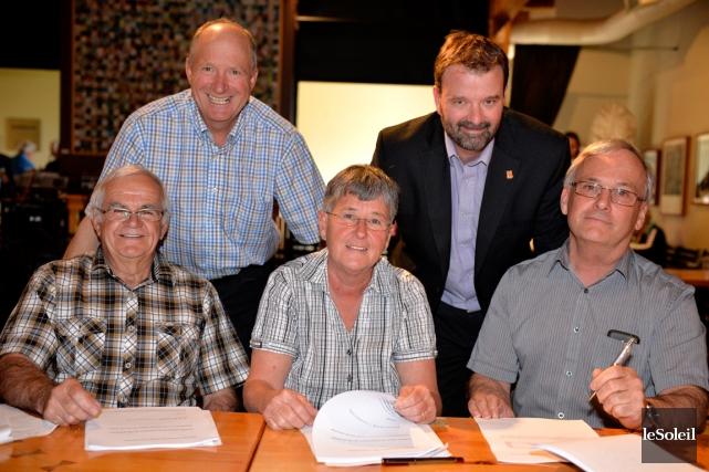 Les cinq maires le jour du dévoilement de... (Photothèque Le Soleil, Pascal Ratthé)