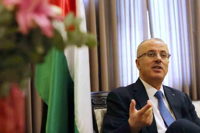 Le premier ministre palestinien Rami Hamdallah a remis... (PHOTO ABBAS MOMANI, ARCHIVES AFP)