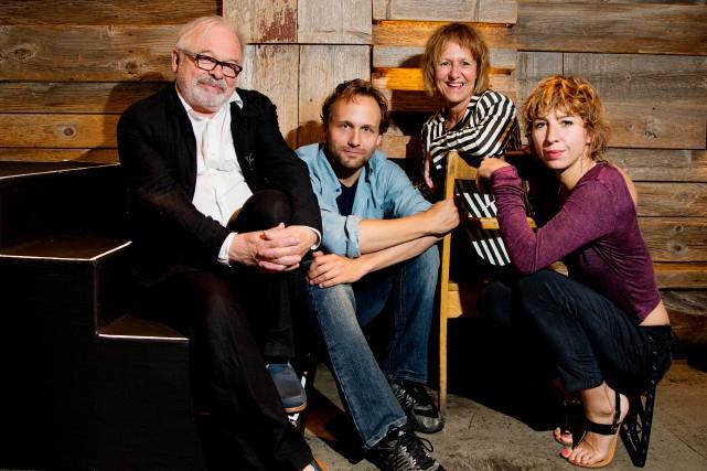 Raymond Cloutier, Émile Proulx-Cloutier, Lorraine Pintal et Catherine... (PHOTO ALAIN ROBERGE, LA PRESSE)