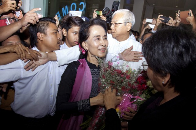 Aung San Suu Kyi a été critiquée sur... (PHOTO KHIN MAUNG WIN, ARCHIVES AP)