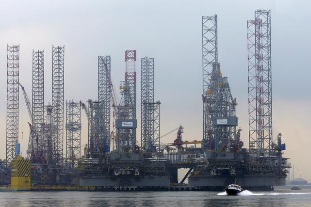 Les cours du pétrole ont baissé lundi à New York, pâtissant comme d'autres... (Photo Tim Chong, Reuters)