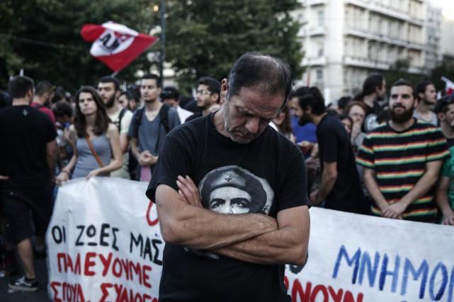 Sept mille personnes, selon la police, demandant notamment «la fin des... (PHOTO AP)