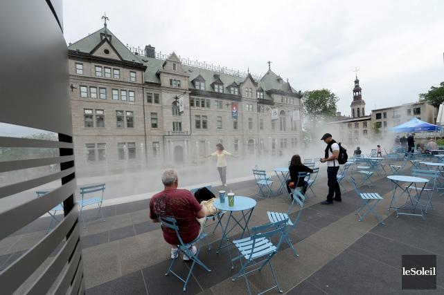 Les nouveaux jardins de l'Hôtel-de-Ville, inaugurés lundi, deviennent... (Le Soleil, Erick Labbé)