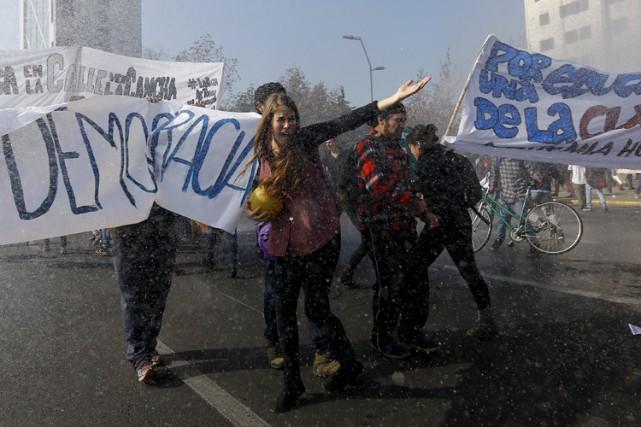 Des milliers de professeurs chiliens, en grève illimitée depuis début juin, ont... (ARCHIVES REUTERS)